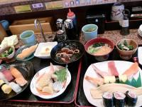おばけ寿司 お昼のお得ランチ!赤だし無料!